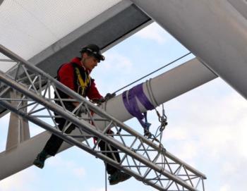 Assistance aux artistes pour mise en scène acrobatique